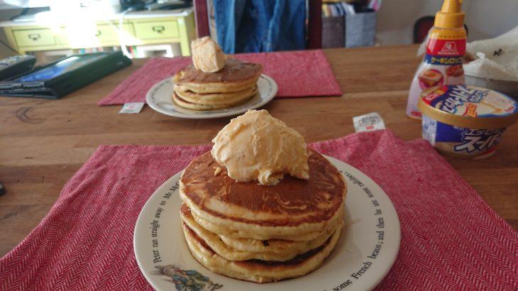 朝食はホットケーキ
