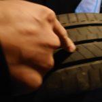 「軽自動車」車のタイヤがバースト、そしてパンク修理「タイヤパンク」